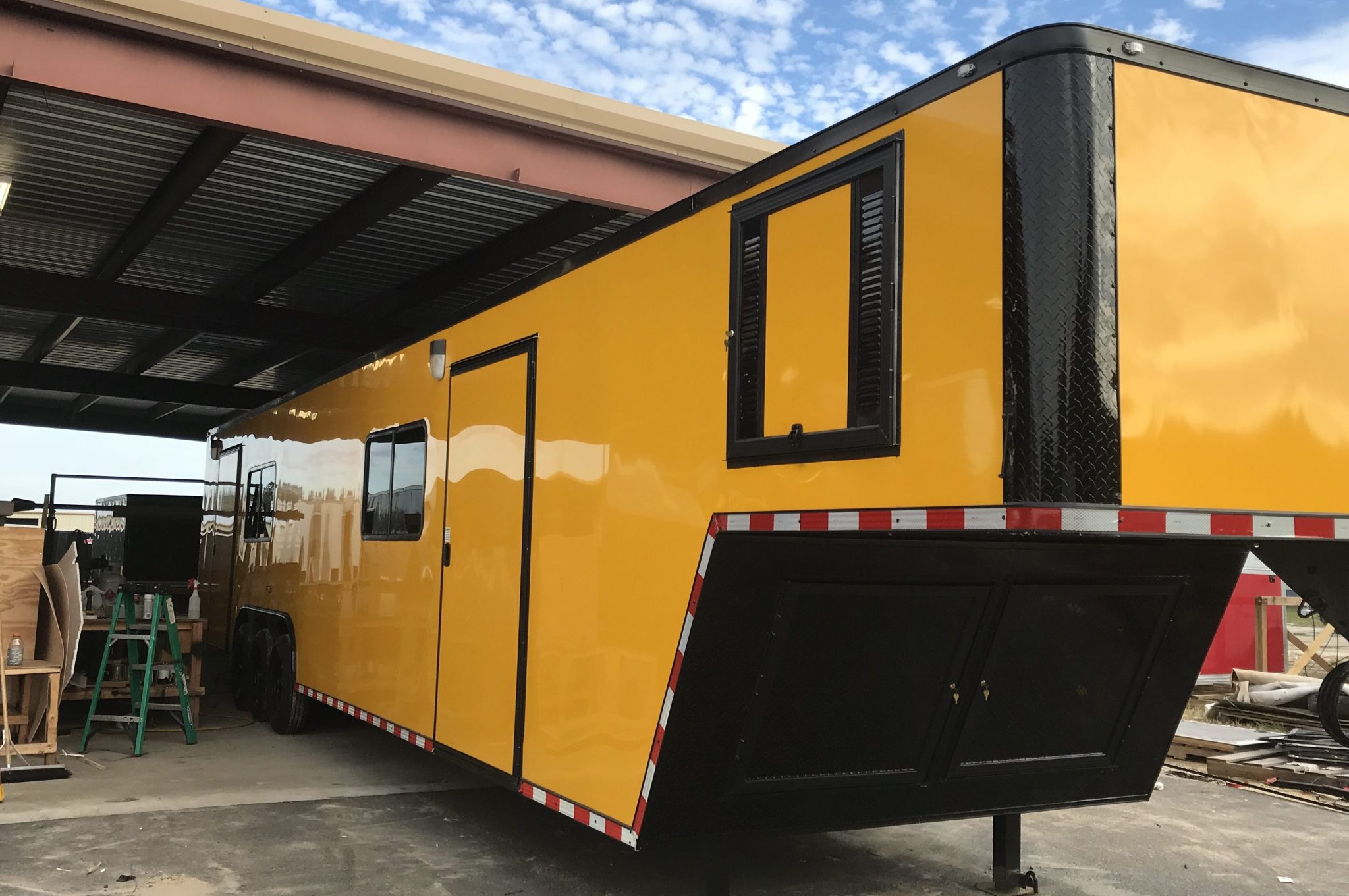 The Benefits of Enclosed Trailers